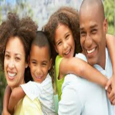 foto de casal com família