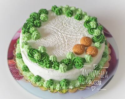 Torta di mele decorata