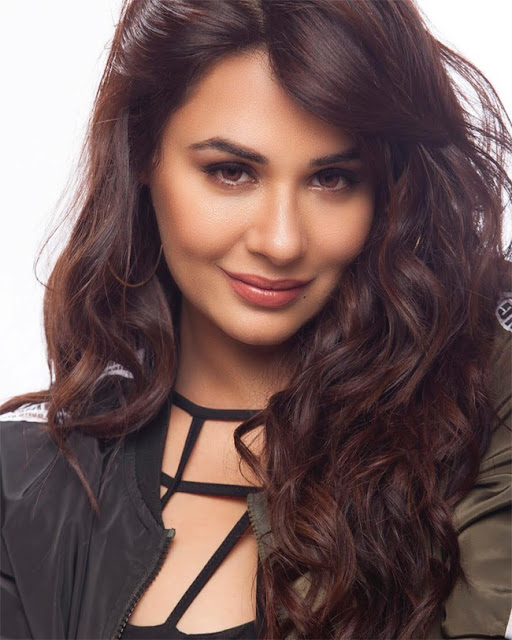 Mandy Takhar Wallpaper