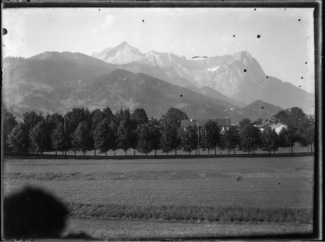Blick auf Alpspitze und Zugspitze - um 1910-1920