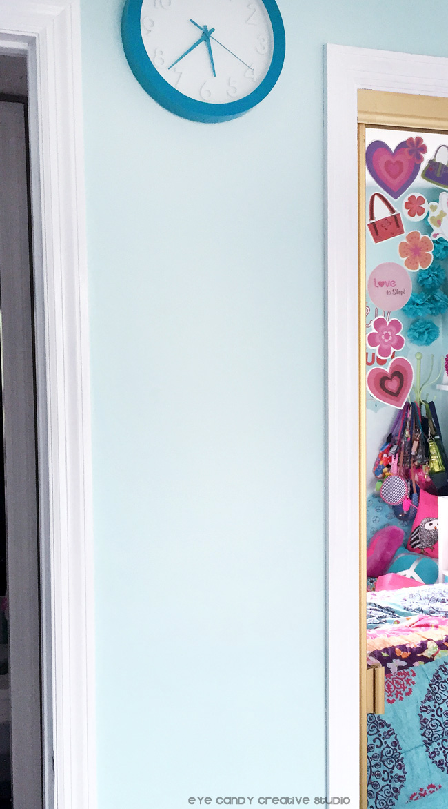 tween girls bedroom makeover, before shot, custom hot pink chalkboard
