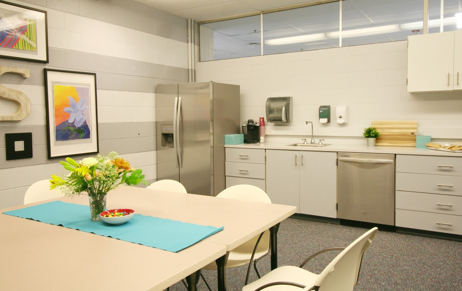 Teacher lounge reveal restyle it wright for Lounge makeover ideas