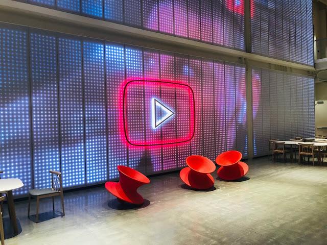 يزخر اليوتيوب بمليوني مستخدم نشط شهريًا ، ويتم مشاهدة 250 مليون ساعة على شاشات التلفزيون يوميًا