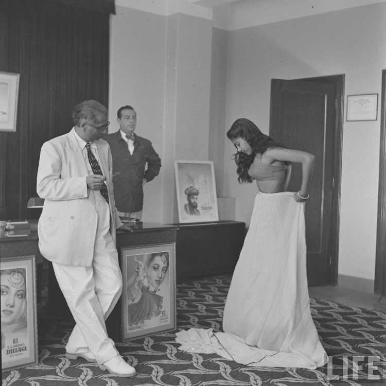 Girls Auditioning (Screen Test) for Hindi Movie - Kardar Productions 1951