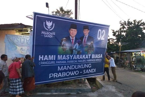 Patungan, Warga Kota Siantar Buat Baliho Raksasa Prabowo-Sandi
