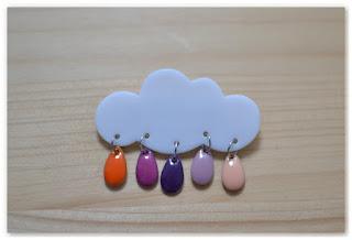 broche nuage et gouttes couleurs rose violet orange