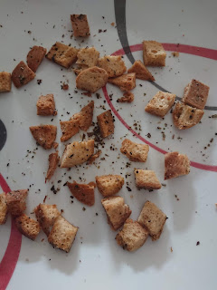 Baked croutons until golden brown