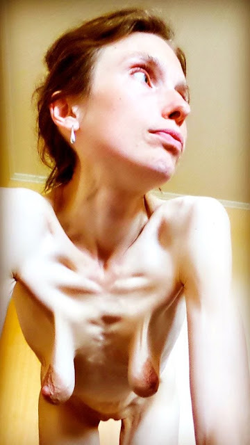 Nacktbild von leeren Hängetitten