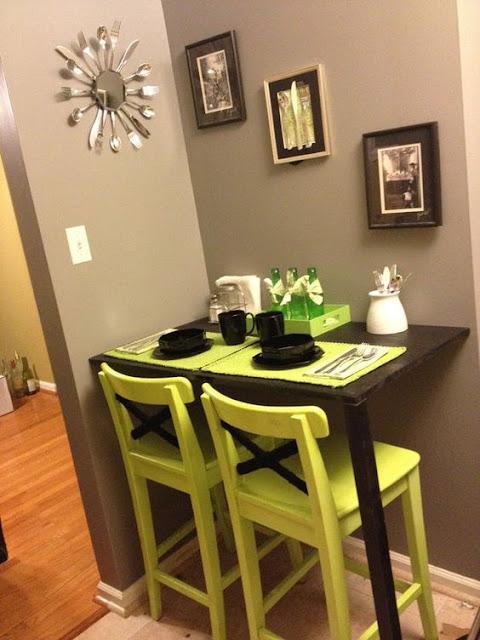 Ruang makan merupakan bagian penting dari rumah. Kehadirannya tak hanya melengkapi namun juga mempengaruhi mood penghuni rumah. Terlebih ruang makan minimalis yang cantik dan instagramable.