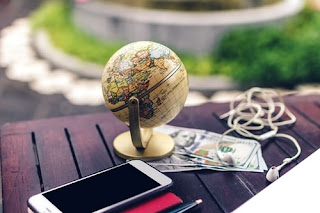 make money while traveling