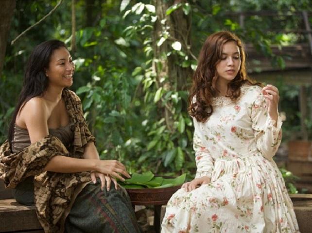Satu babak lakonan Diana Danielle (kanan), membawa watak Nina