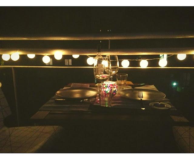 Interior relooking come arredare un balcone stretto e lungo - Tavolo lungo e stretto ...