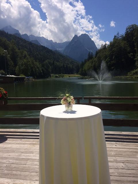 Wedding reception tables, lake Riessersee - Birdcage vintage wedding - Irish wedding in Bavaria, Riessersee Hotel Garmisch-Partenkirchen, wedding venue abroad