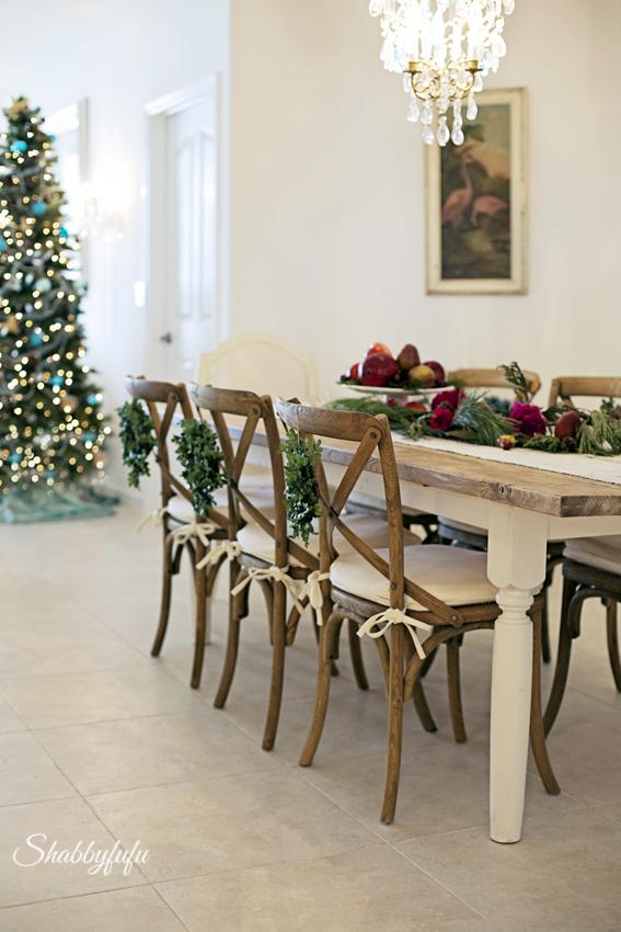 coastal christmas table setting at shabbyfufu