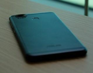 Smartphone Andalan Asus Seri Zenfone 3 Zoom Mampu Bersaing