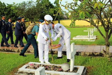 Sambut HUT Ke-73, Prajurit TNI Berziarah ke TMP Kusuma Bangsa