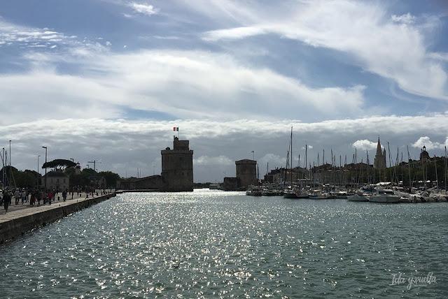 Un día en La Rochelle silueta