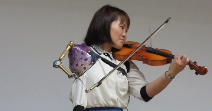 Impressive Video Of Amazing Woman Playing Violin With A Prosthetic