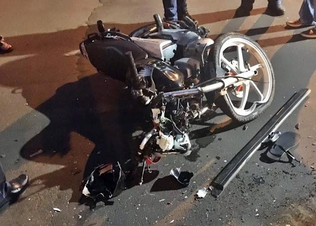 Ivaiporã: Na contramão, motociclista bate em carro