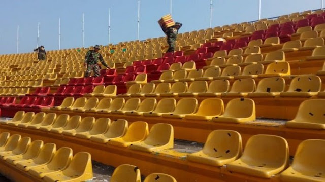 TNI Ikut Perbaiki Stadion Jakabaring yang Dirusak Oknum Suporter Sriwijaya FC dan Arema FC