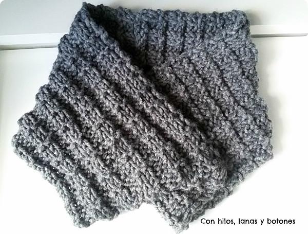 Con hilos, lanas y botones: cuello doble de punto para chico