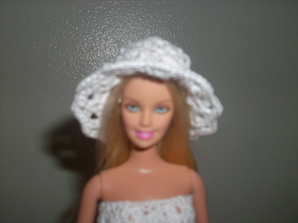 Crochet for Barbie (the belly button body type)  White Shell Hat c81a0e6cb35