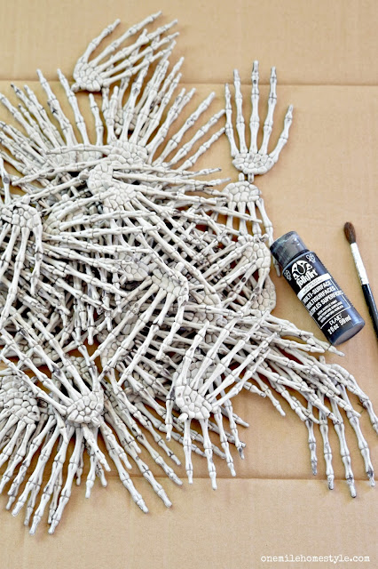 How to make your own DIY Creepy Skeleton Hands Halloween Wreath