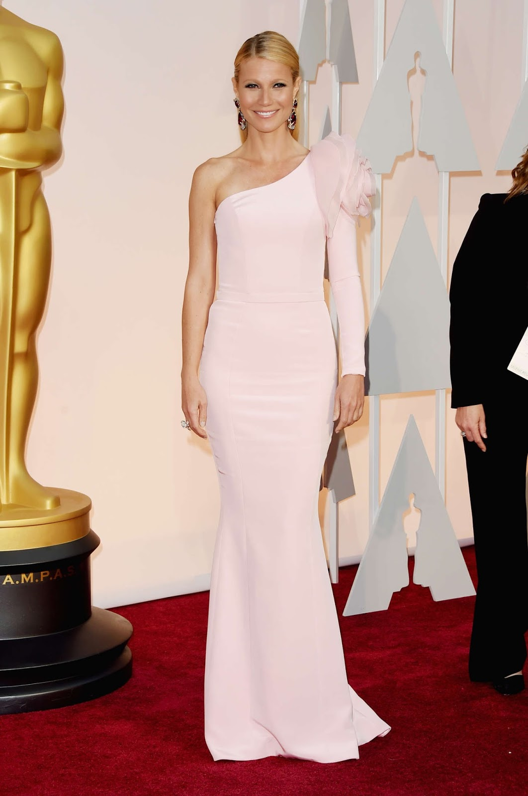 Gwyneth Paltrow is gorgeous in a pale pink gown at the 2015 Oscars in Hollywood