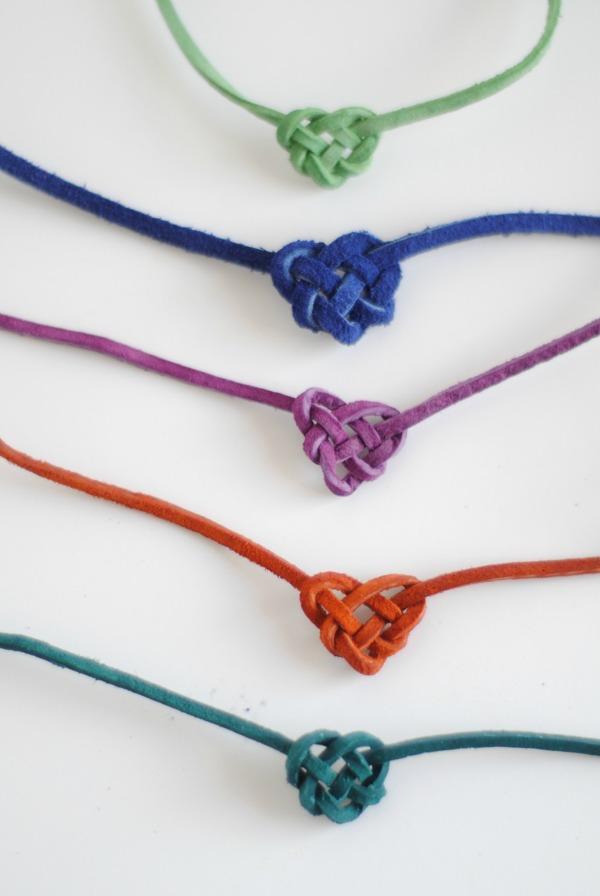 como hacer pulseras corazon de macrame