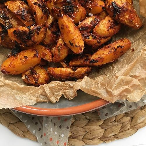 Kartoffelecken mit Honig-Knoblauch-Würzkruste