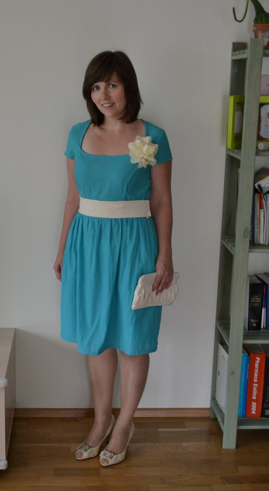 dd71f6e58fc Pulma minekuks õmblesin endale kleidi, mille ülemise osa lõike sain Burdast  10/2009. Kuna mul sobivat kreemikasvalget käekotti ei olnud, siis tegin ka  ühe ...