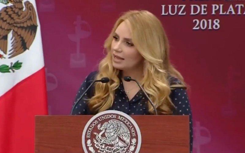 """VIDEO: """"Amor, amas tanto el arte que te casaste con una actriz"""", dice La Gaviota a EPN"""