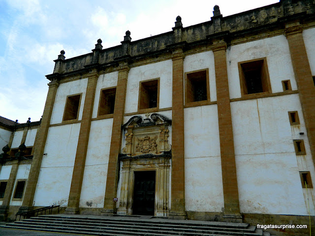 Detalhe da fachada do Convento de Santa-Clara-a-Nova