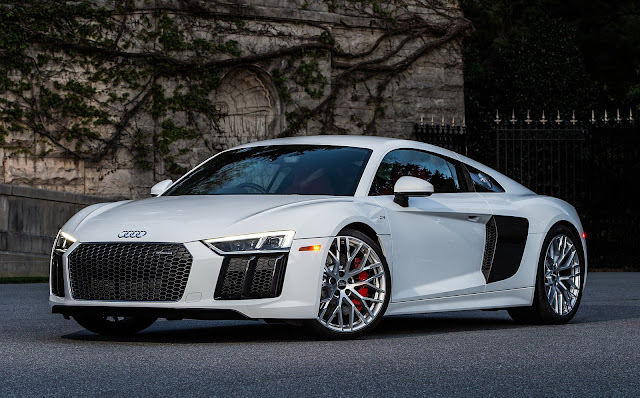 2017 Audi R8 V10 White Front Wallpaper
