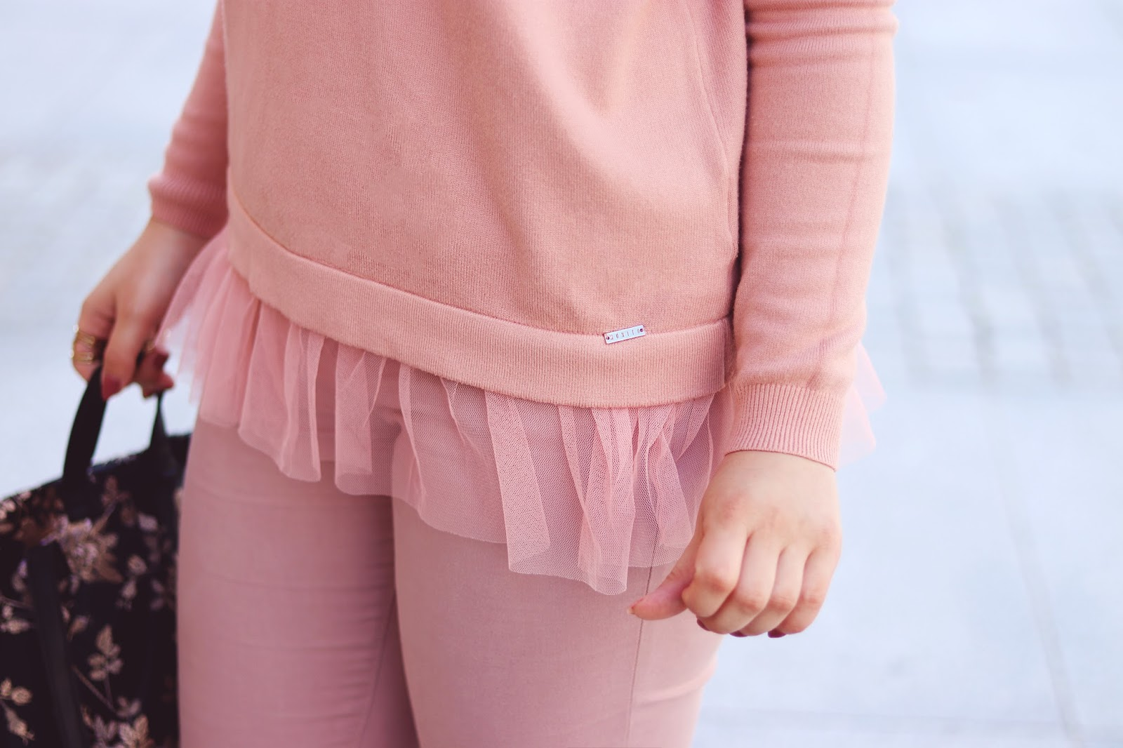 Różowa bluza z tiulową wstawką Mohito