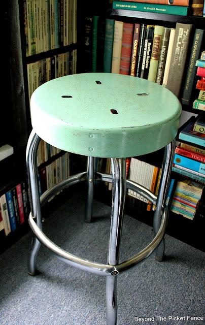 vintage, farmhouse, stool, Fusion Mineral Paint, metal stool, aqua, rust, Minwax, http://bec4-beyondthepicketfence.blogspot.com/2016/05/vintage-farmhouse-stool.html