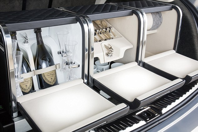 le Bentley Bentayga Picnic Hamper by Mulliner, 2015 95ecb2f90e0