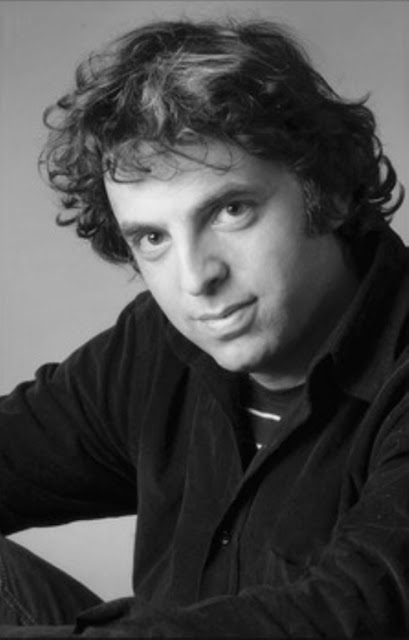 Etgar Keret ( אתגר קרת ): Hole in the wall ( חור בקיר ), Tales of mystery, Relatos de terror, Horror stories, Short stories, Science fiction stories, Anthology of horror, Antología de terror, Anthology of mystery, Antología de misterio, Scary stories, Scary Tales, Science Fiction Short Stories, Historias de ciencia ficcion