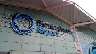 Birmingham Airportと書かれた入口の写真