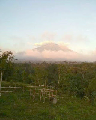 The volcano in Bali, Mount Agung erupted, is now calm again.