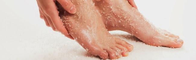 esfoliação caseira dos pés com sal grosso