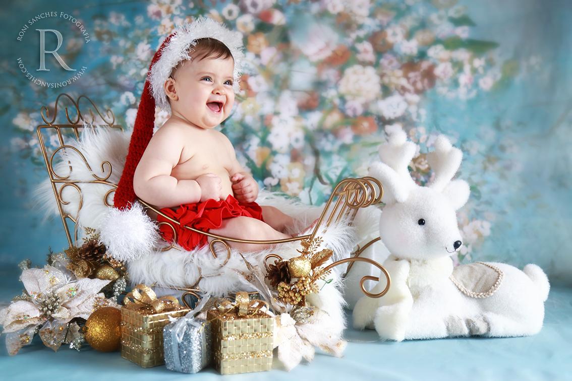 bebê no trenó de natal