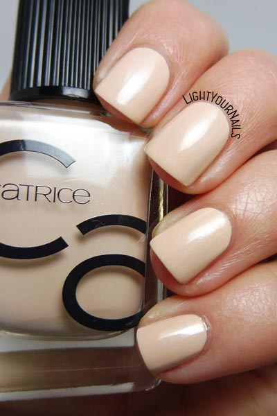 Catrice ICONails 12 Creaming Of You smalto nude nail polish #nails #unghie #catrice #iconails #lightyournails
