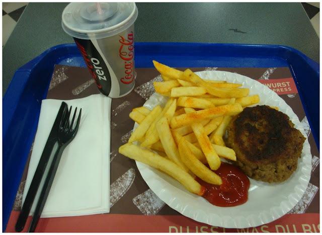 Onde comer gastando pouco em Berlim - Currywurst Express