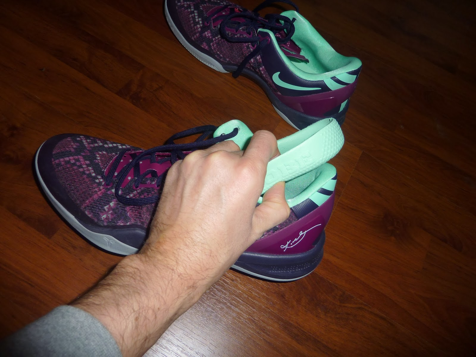 hot sale online 23cbe 2366e Comme vous pouvez le voir sur cette photo, elle est dotée d un amorti de  qualité en Lunarlon (nouveau système d amorti de Nike). Au début, la basket  paraît ...