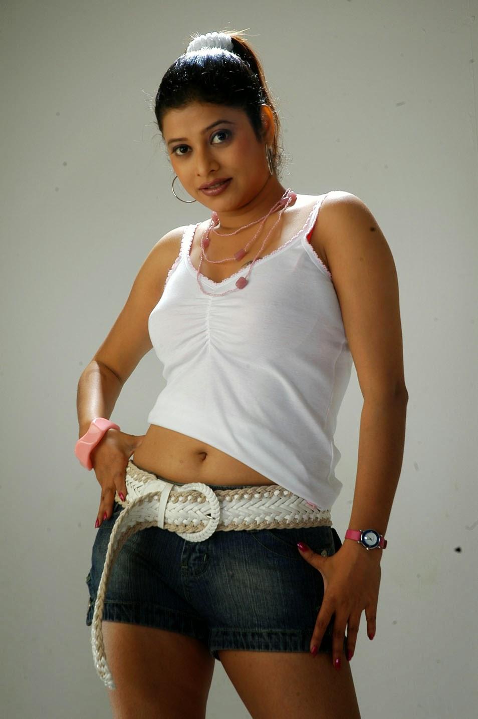 Actress Shobana Naidu Spicy Navel Show Stills - Cine Gallery