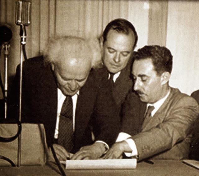 Firma de la fundación de Israel, foto tomada el 14 de mayo de 1948. Fotos insólitas que se han tomado. Fotos curiosas.