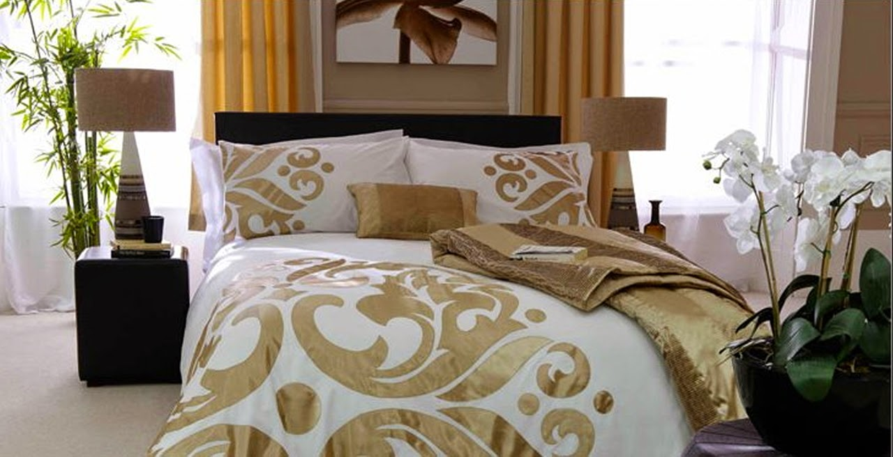 jazzy 39 s interior decorating gold black and white bedrooms. Black Bedroom Furniture Sets. Home Design Ideas