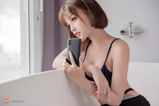 Xiaomi Mi A2 trên tay Tâm Tít xinh lạc lối