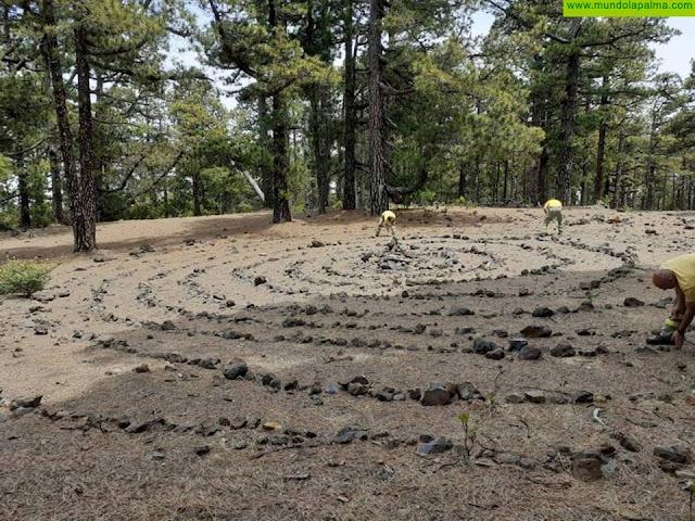 Medio Ambiente retira una espiral de piedras de 10 metros de diámetro en el Parque Natural de Las Nieves